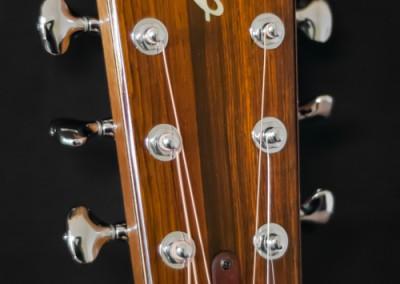 8.Guitare Jumbo Damien Leturcq tête